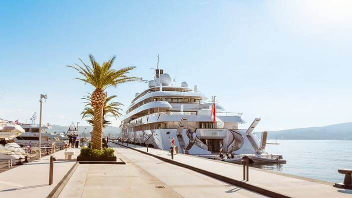 Yacht at martina with travelers
